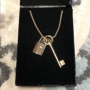 Victoria's Secret necklace OS